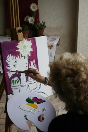 Malerin malt Kaktusblüten