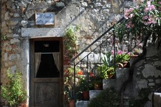 Treppenaufgang mit Blumen